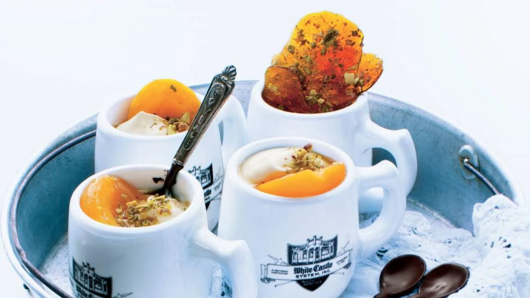 Abricots au rhum, au miel et aux pistaches