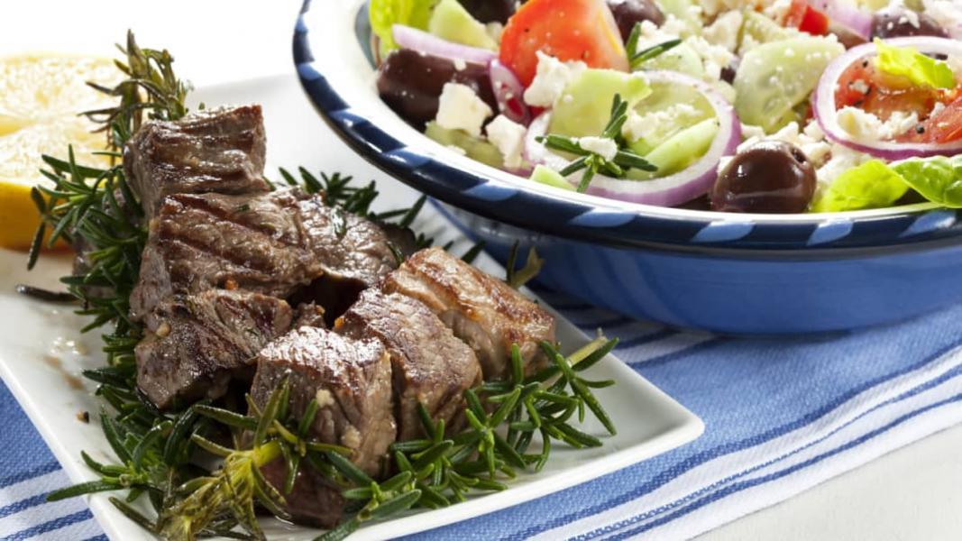 Agneau à la grecque et sauce à la menthe