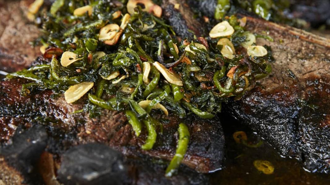 Bifteck sur les braises, sauce jalapeño
