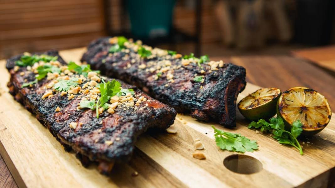 Côtes levées aux chipotles sur le BBQ
