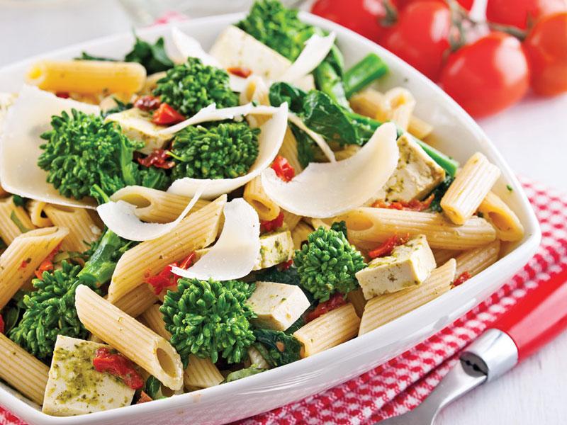 Salade de pâtes, tofu et rapinis