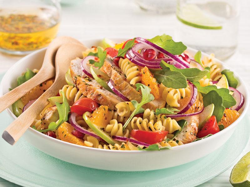 Salade de pâtes, poulet, roquette et oranges